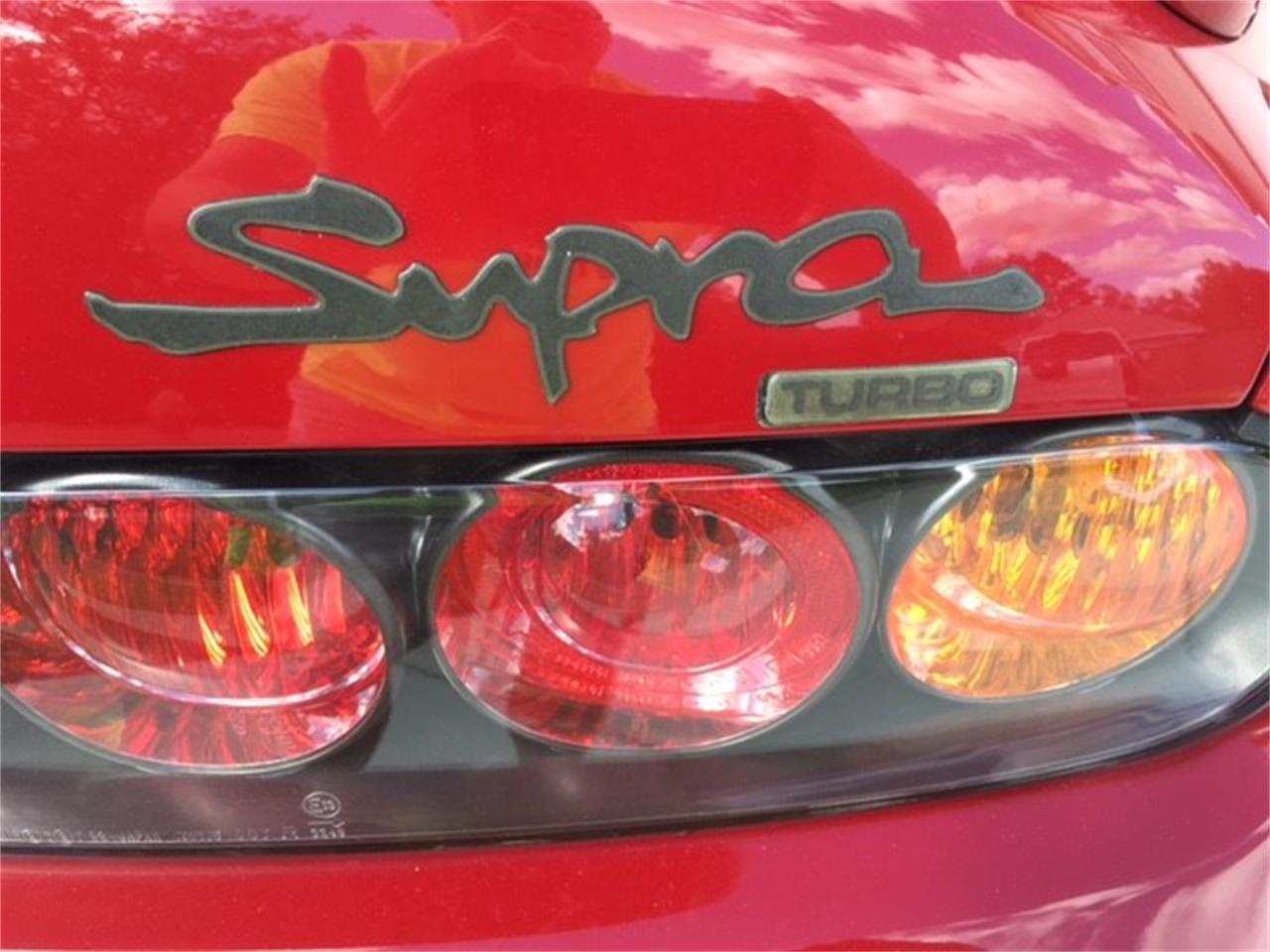 turbo-Logo an Supras, die durch Toyota Southeast Händler ausgeliefert wurden